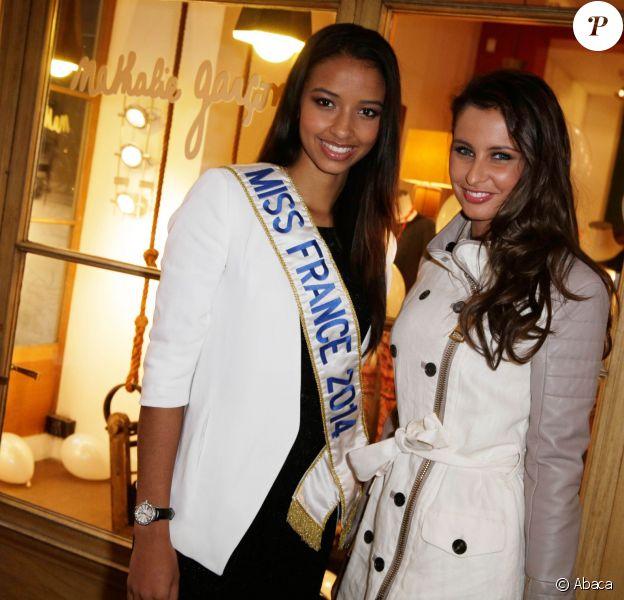 Flora Coquerel et Malika Ménard à l'inauguration du pop up store Charriol au sein de la boutique Nathalie Garçon dans le 2e arrondissement de Paris, le 28 avril 2014.