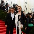 "Sean Penn et Charlize Theron (en Dior) à la Soirée du Met Ball / Costume Institute Gala 2014: ""Charles James: Beyond Fashion"" à New York, le 5 mai 2014."