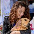 La jolie Noémie Lenoir lors d'une opération en faveur des l'association ''Les chiens guides d'aveugles'' à Nice, le 3 mai 2014.
