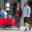 Jake Gyllenhaal se promène dans les rues de New York avec sa compagne Alyssa Miller le 7 mai 2014