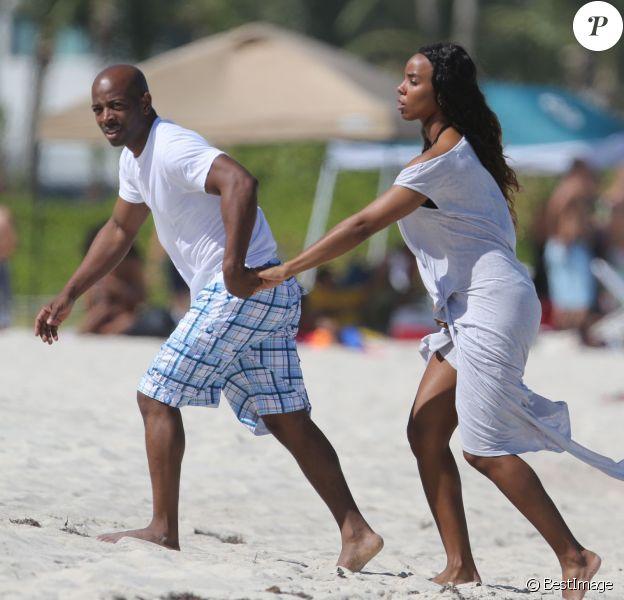 Kelly Rowland et son fiancé Tim Witherspoon en vacances à Miami, le 16 février 2014.