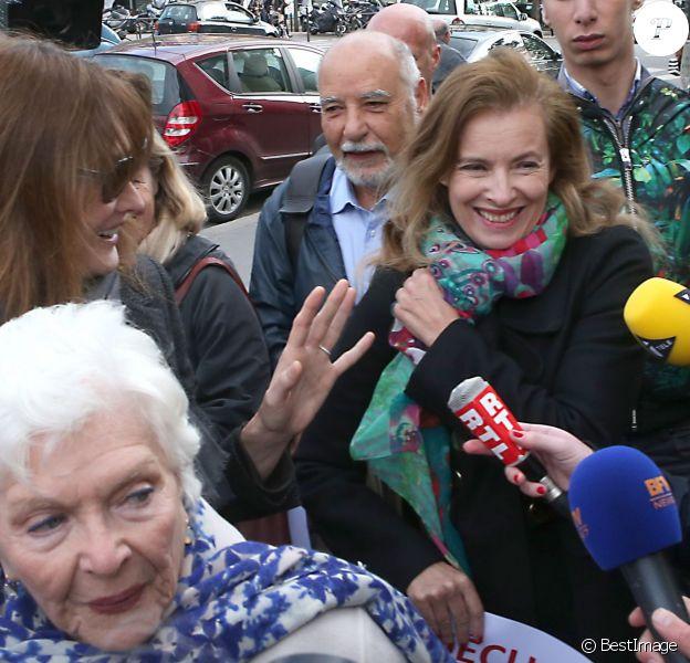 Carla Bruni-Sarkozy, Line Renaud, Tahar Ben Jelloun et Valérie Trierweiler - Marche de femmes pour appeler à la libération de jeunes filles enlevées par le groupe Boko Haram au Nigeria. Place du Trocadéro à Paris le 13 mai 2014.