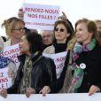 Line Renaud, Claude Chirac, Saïda jawad, Jane Birkin, Valérie Trierweiler, Michèle Laroque - Marche de femmes pour appeler à la libération de jeunes filles enlevées par le groupe Boko Haram au Nigeria. Place du Trocadéro à Paris le 13 mai 2014.