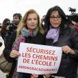 Valérie Trierweiler et Yamina Benguigui - Marche de femmes pour appeler à la libération de jeunes filles enlevées par le groupe Boko Haram au Nigeria. Place du Trocadéro à Paris le 13 mai 2014.