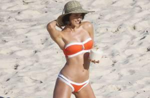 Maddy King : Torride en bikini, la chérie de Kris Smith s'éclate à la plage