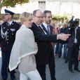 Le prince Albert II et la princesse Charlene de Monaco ont inauguré l'école Nelson Mandela lors de leur visite à Carlat, dans le Cantal, le 15 mai 2014 dans le cadre du centenaire de la cession du rocher de Carlat au prince Albert Ier. Après Carlat, le couple princier a visité Calvinet.