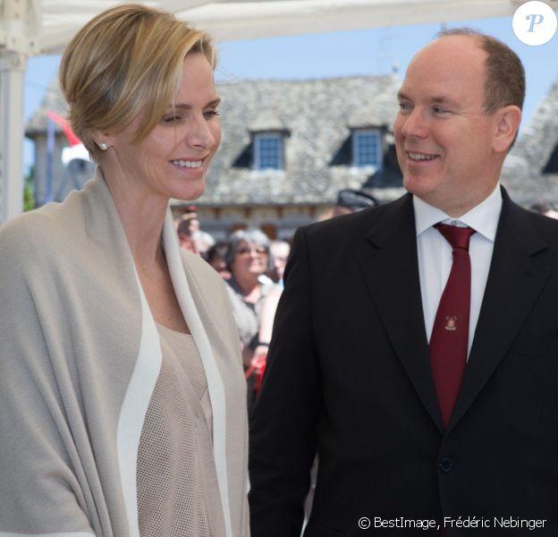 Le prince Albert de Monaco et la princesse Charlene, remise de son malaise de la veille, étaient en visite à Carlat, dans le Cantal, le 15 mai 2014 dans le cadre du centenaire de la cession du rocher de Carlat au prince Albert Ier. Après Carlat, le couple princier a visité Calvinet.