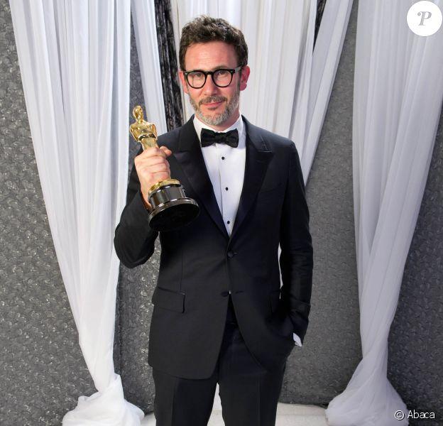 Michel Hazanavicius et son Oscar pour The Artist lors de la cérémonie du 26 février 2012