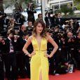 Isabeli Fontana lors de la montée des marches du Festival de Cannes et la projection du film Saint Laurent le 17 mai 2014