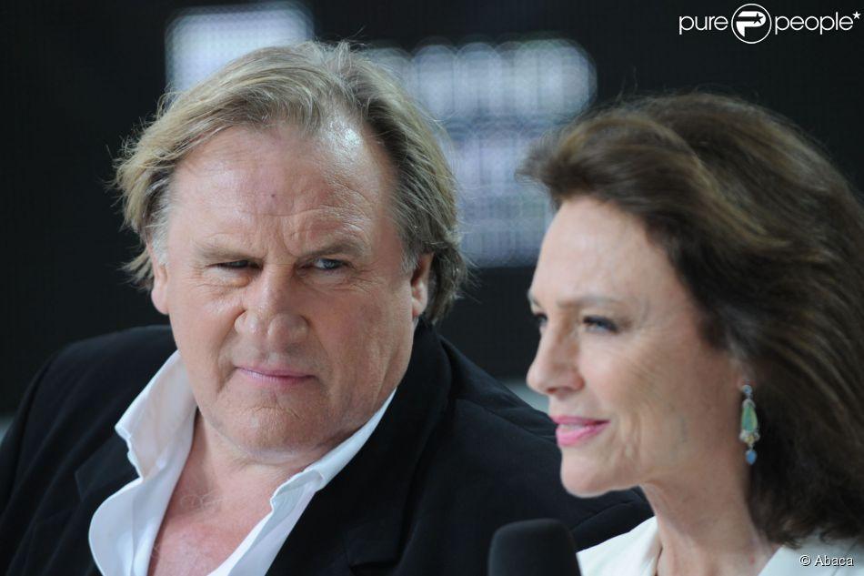 Jacqueline Bisset, Gérard Depardieu sur le plateau du Grand Journal de Canal + à l'occasion du 67e Festival international du film de Cannes le 17 mai 2014