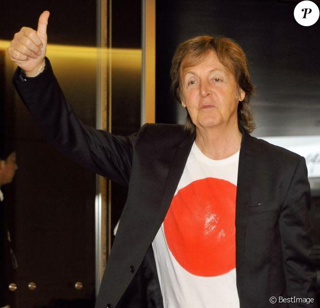 Paul McCartney arrive à l'aéroport de Tokyo. Le 15 mai 2014.