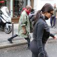 Les futurs mariés Kim Kardashian et Kanye West quittent la salle de gym à Paris le 21 mai 2014.