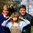 """Kylie Minogue, Jason Donovan et Guy Pearce dans la série australienne """"Neighbours"""", à la fin des années 1980."""