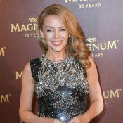 Kylie Minogue : Divine et sexy de la plage Magnum au yacht de Roberto Cavalli