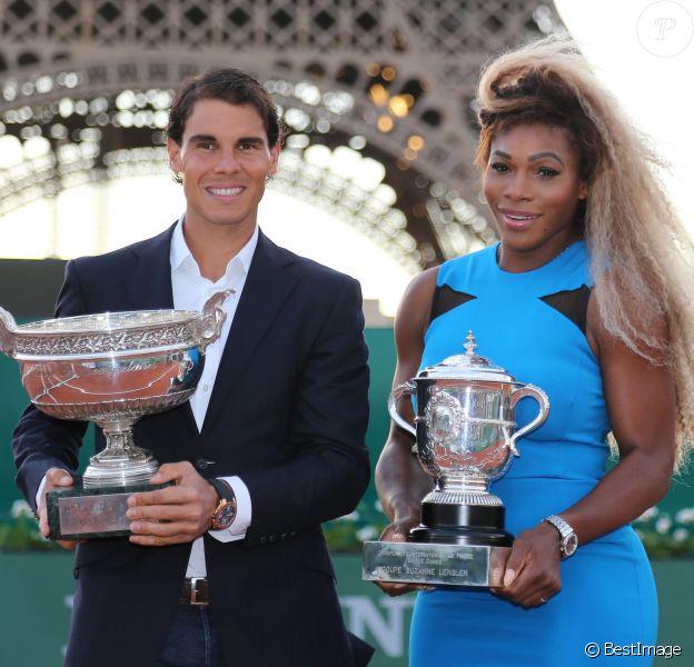 Rafael Nadal et Serena Willliams, les deux tenants du titre de Roland-Garros, étaient réunis pour l'opération Roland-Garros dans la ville, sur le Champs de Mars à Paris, le 22 mai 2014