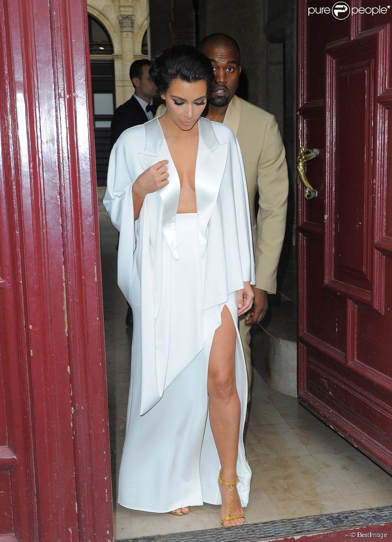 Kim Kardashian et Kanye West quittent leur domicile parisien pour se rendre au château de Versailles pour leur fête de pré-mariage. Le 23 mai 2014