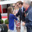 La princesse Alexandra de Hanovre et son demi-frère Pierre Casiraghi se sont retrouvés avec beaucoup de joie, sous les yeux de Beatrice Borromeo, au Grand Prix de Monaco de Formule 1 le 25 mai 2014