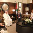 Le roi Abdullah II, la reine Rania de Jordanie et leurs enfants en audience avec le pape François au palais royal à Amman le 24 mai 2014
