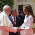 Photo postée sur Instagram par la reine Rania de Jordanie, saluant le pape François à son arrivée à Amman le 24 mai 2014