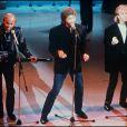 Robin Gibb des Bee Gees en compagnie de ses frères Maurice et Barry lors du l'enregistrement à Paris du Téléthon 1987