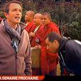"""Stéphane Rotenberg annonce la mauvaise nouvelle aux candidats - Premières images de l'arrestation de l'équipe de """"Pékin Express"""" - Emission """"Pékin Express 2014"""", diffusée le 28 mai sur M6."""