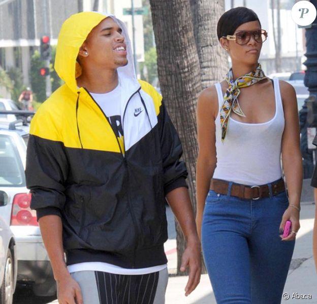 Rihanna et Chris Brown sortent de chez un concessionnaire automobile