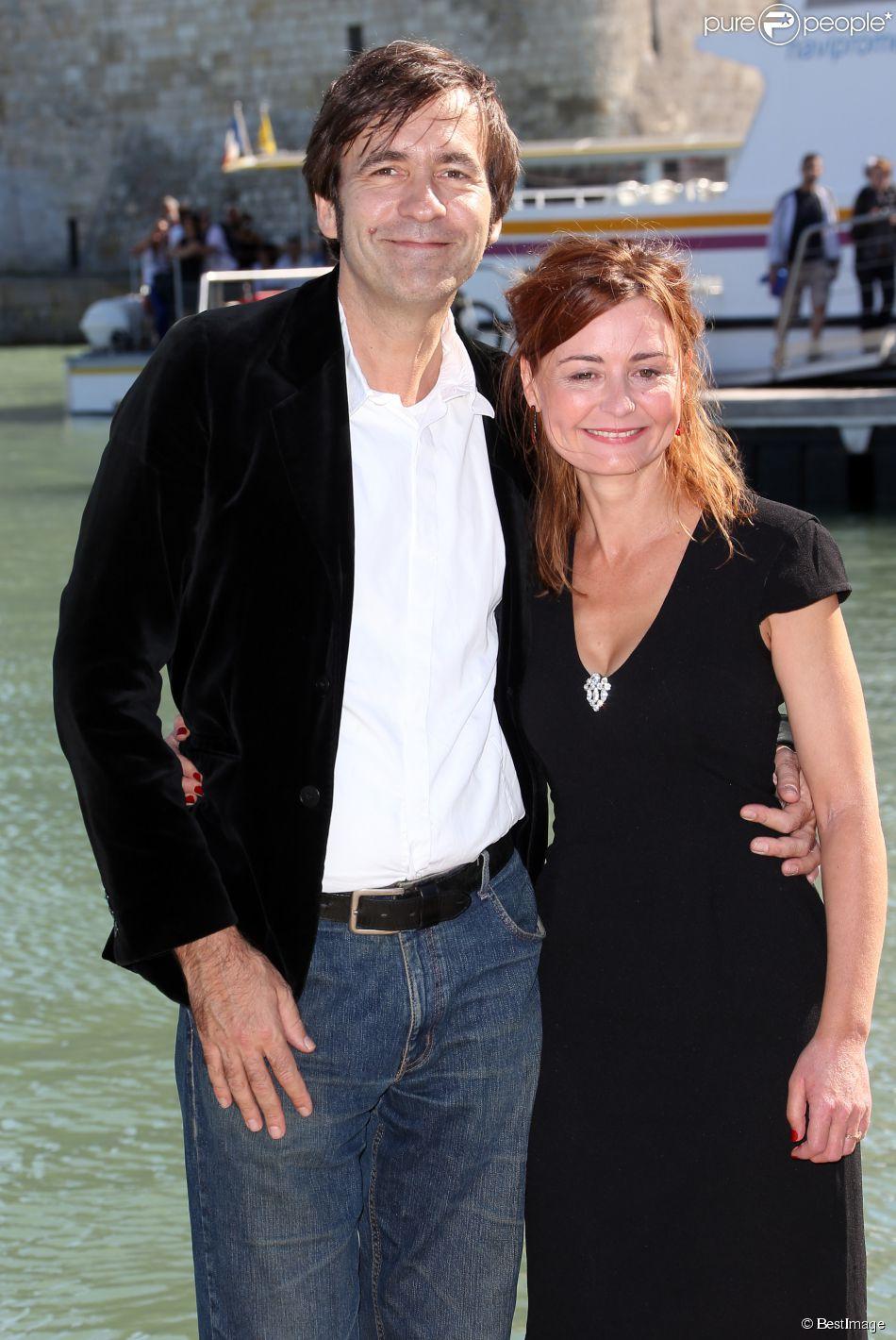 """Christelle Reboul et Thierry Samitier - Photocall """"Mes chers voisins"""" au 14e Festival de la fiction TV de La Rochelle. Le 15 septembre 2012."""