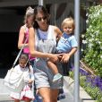 La belle Alessandra Ambrosio et ses enfants Anja et Noah à la sortie de leur école à Los Angeles. Le 30 mai 2014.