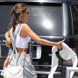 Alessandra Ambrosio et ses enfants Anja et Noah à la sortie de leur école à Los Angeles. Le 30 mai 2014.