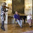 """Le prince Henrik du Danemark présente sa poésie """"Dans mes Nuits sereines"""" en présence de la reine Margrethe de Danemark lors d'une séance de lecture au château de Fredensborg à Copenhague, le 27 mai 2014. L'acteur Thure Lindhardt a lu la version danoise de la poésie du prince."""