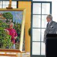 Le prince Henrik de Danemark dévoile un nouveau portrait le 2 juin 2014 à l'Orangerie du château de Fredensborg pour son 80e anniversaire.