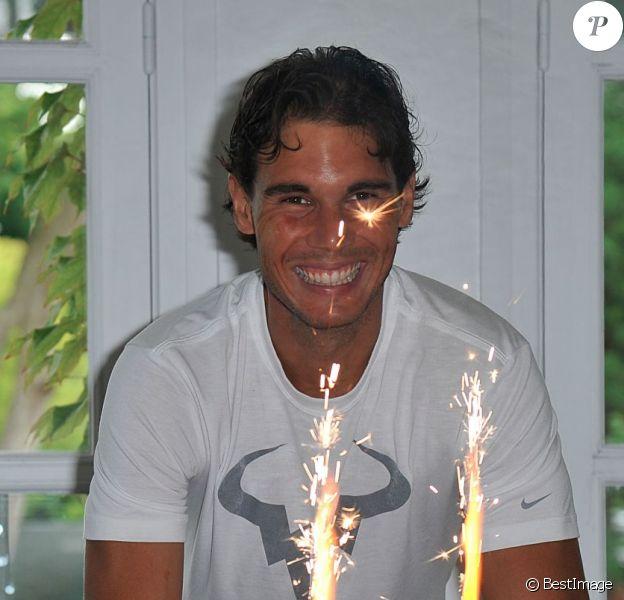 Le joueur espagnol Rafael Nadal fête son anniversaire pendant Roland-Garros à Paris, le 3 juin 2014. Il a soufflé ses 28 bougies.