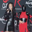 Rihanna présente les tenues qu'elle a portées et offertes au Memorabilia du Hard Rock Cafe. Paris, le 5 juin 2014.