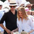 Antoine Arnault et sa compagne Natalia Vodianova lors de la finale homme des Internationaux de France de tennis de Roland-Garros à Paris, le 8 juin 2014.