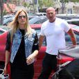 Bar Refaeli et son père Rafi font du shopping au centre commercial The Grove. Los Angeles, le 7 juin 2014.