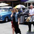 Bar, son petit frère On Rafaeli et leur père Rafi, font du shopping au centre commercial The Grove. Los Angeles, le 7 juin 2014.