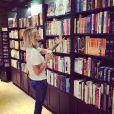 Caroline Receveur : à la bibliothèque pendant ses vacances à Miami avec son fiancé Valentin Lucas