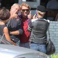 Exclusif - Johnny Hallyday et Alain Lanty posent pour une photo souvenir prise par Laeticia à Pacific Palisades, le 10 septembre 2013.