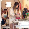 Khloé Kardashian, filmée par les caméras de sa nouvelle émission de télé-réalité, Kourtney & Khloé take the Hamptons, fait des emplettes dans la boutique 25 Park. Bridgehampton, le 11 juin 2014.