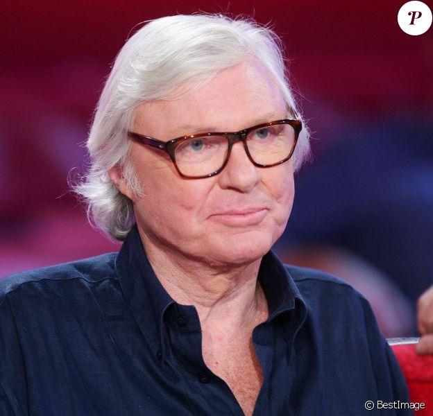 """David McNeil durant l'émission """"Vivement Dimanche"""" spéciale Robert Charlebois à Paris le 5 septembre 2012."""