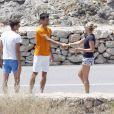 Novak Djokovic et une charmante inconnue, lors de son enterrement de vie de garçon, le 11 juin 2014 à Ibiza