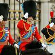 Le prince Charles (en uniforme de colonel des Welsh Guards), le prince William (colonel des Irish Guards) et la princesse Anne (colonel des Blues and Royals) lors de la parade Trooping the Colour marquant le 14 juin 2014 la célébration solennelle des 88 ans de la souveraine.
