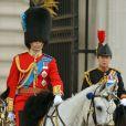 Le prince William en uniforme des Irish Guards et à cheval lors de la parade Trooping the Colour marquant le 14 juin 2014 la célébration solennelle des 88 ans de la souveraine.