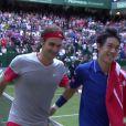 Le tennisman suisse Roger Federer gagne sa demi-finale contre Nishikori à Halle (Allemagne) mais ne s'en rend pas compte, le 14 juin 2014.