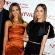 "Jessica Alba et Rose Byrne lors de la soirée ""Women In Film And Television 'Designing Women' Awards"" à New York le 18 juin 2014"