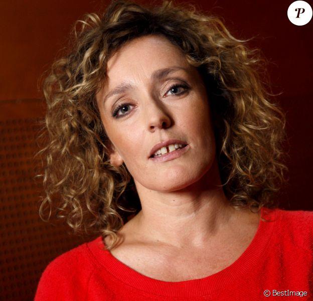 Juliette Arnaud pose à Paris en septembre 2012.