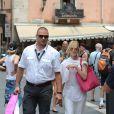 Melanie Griffith a passé son après-midi avec une amie et un garde du corps dans les rues de Taormine le 17 juin 2014. Au programme : déjeuner en terrasse et shopping.Festival du film de Taormine 2014  Melanie Griffith in the streets of Taormina with a friend and a security agent Taormina FIlm Festival 2014 Taormina (Italy) 17/06/201416/06/2014 - Taormine
