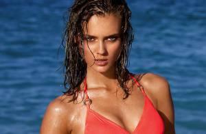 Jac Jagaciak : Divine en bikini pour un été torride