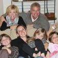 """Joan Lunden a dévoilé mardi 24 juin 2014 être atteinte d'un cancer du sein sur le plateau de l'émission """"Good Morning America"""". La journaliste a assuré pouvoir compter sur le soutien de sa grande famille."""