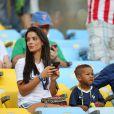 Ludivine Sagna et son fils Lenny lors du match de l'équipe de France face à l'Equateur, le 25 juin 2014 au stade Maracanã de Rio